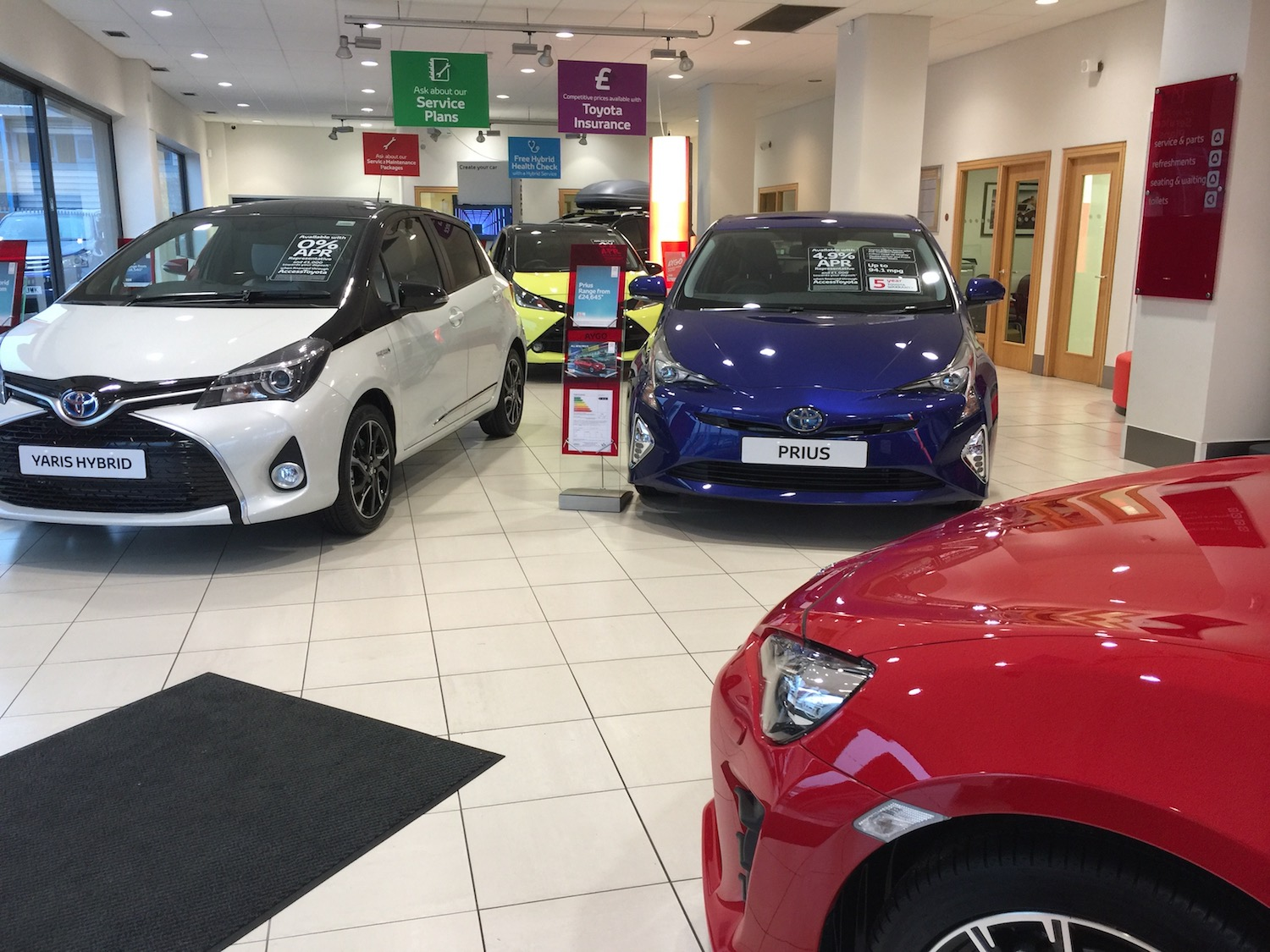 slm-toyota-showroom-yaris-hybrid-left-prius-right-aygo-middle