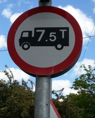 New Road weight restriction sign
