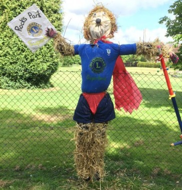 scarecrow-rocks-park
