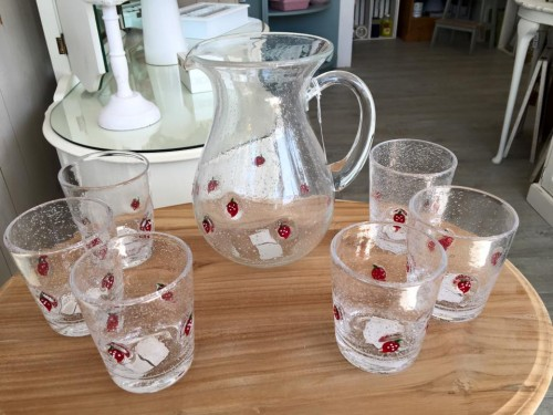 strawberry-jug-glasses