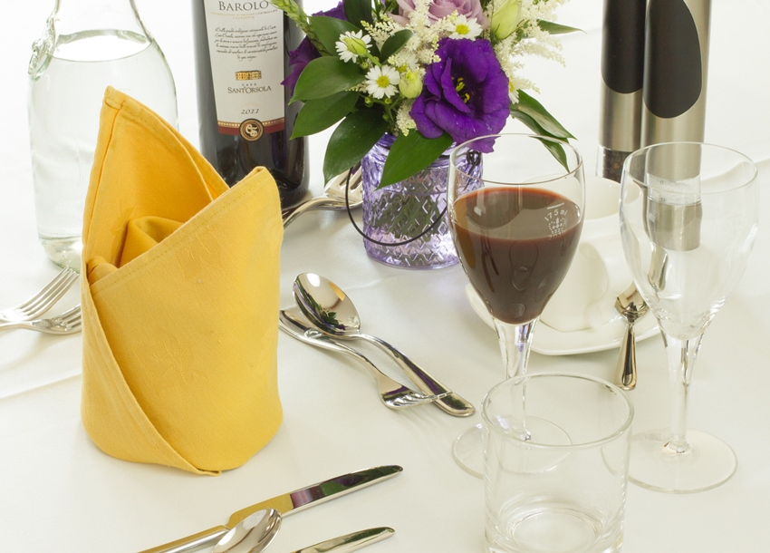 weald-event-hire-place-settings-5