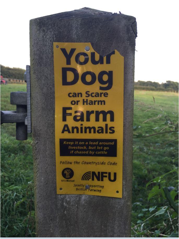 dogs-on-lead-farm-notice
