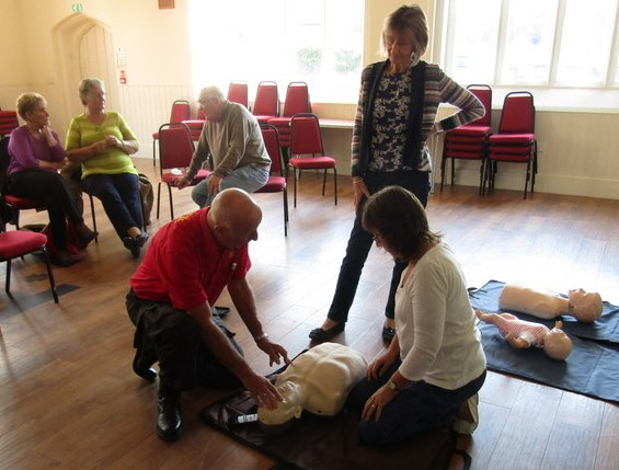defibrillator-training-derek-smith-uckfield-singers-mmbers