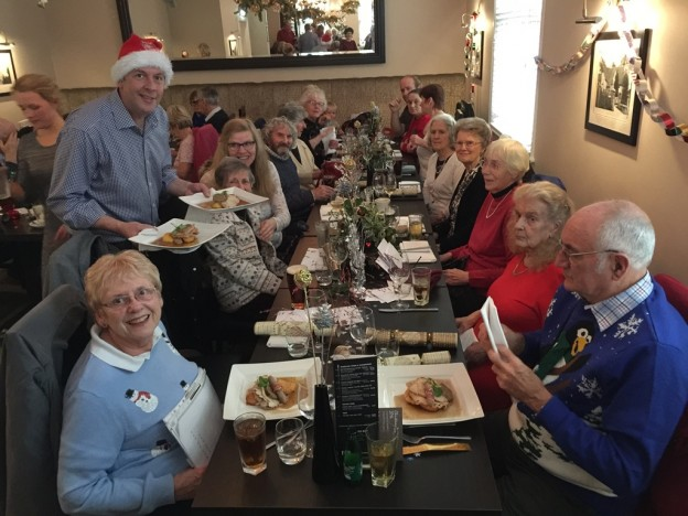 buxted-inn-dementia-lunch-served