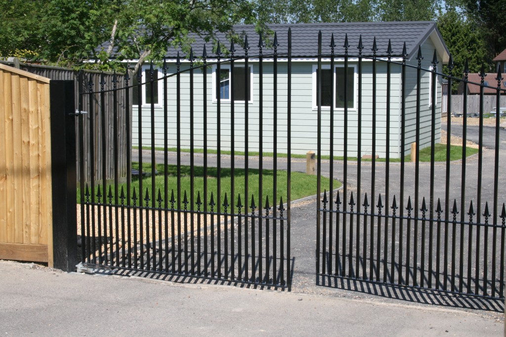 golden-cross-park-gates