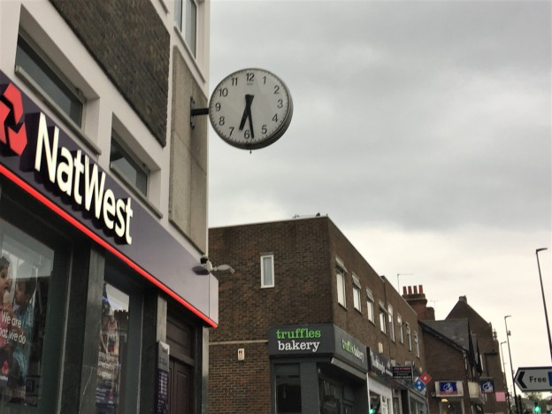 Uckfield town clock, which has been stopped for several weeks, will be replaced.