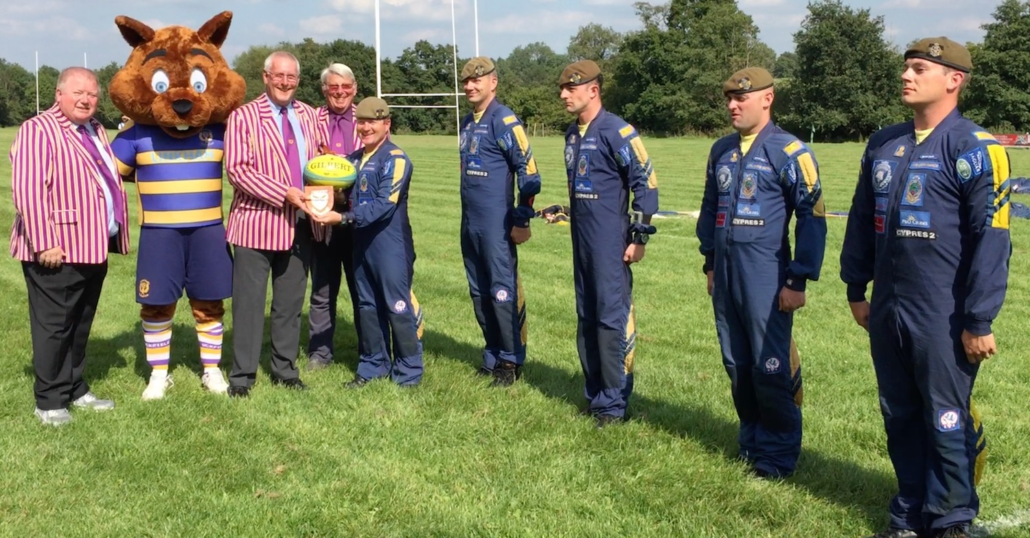 ball-rugby-club-and-parachutists