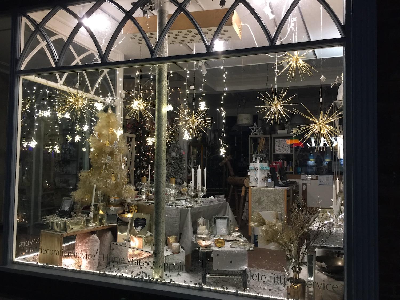 christmas-window-carvills-2