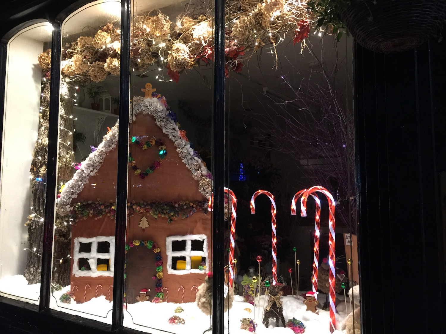 christmas-windows-the-flower-shop