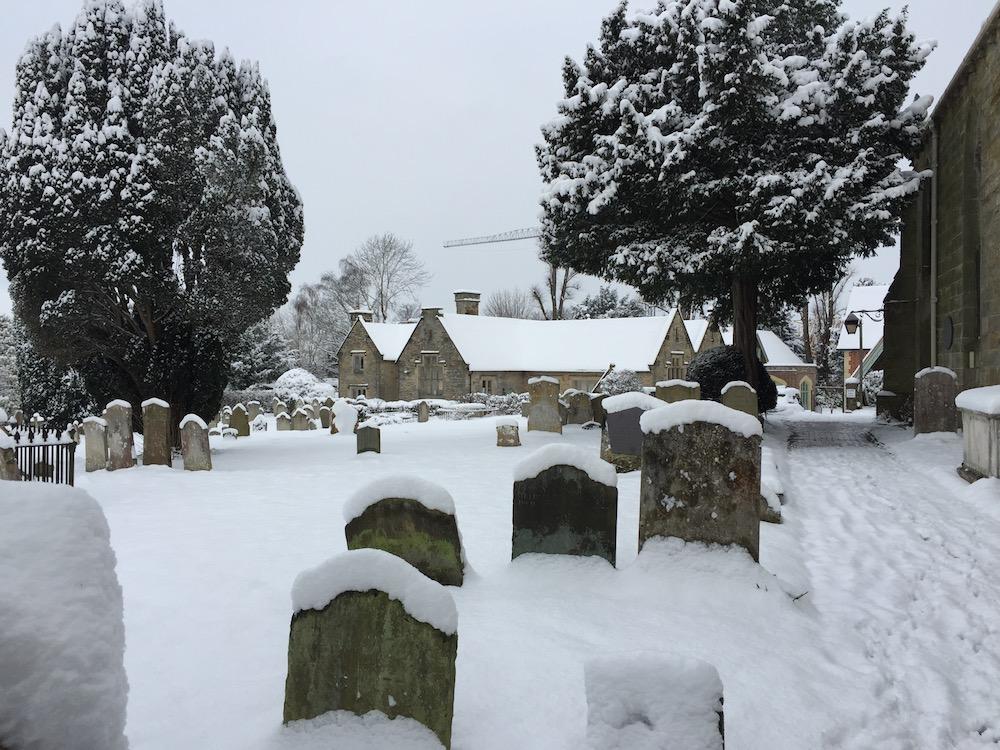 holy-cross-churchyard
