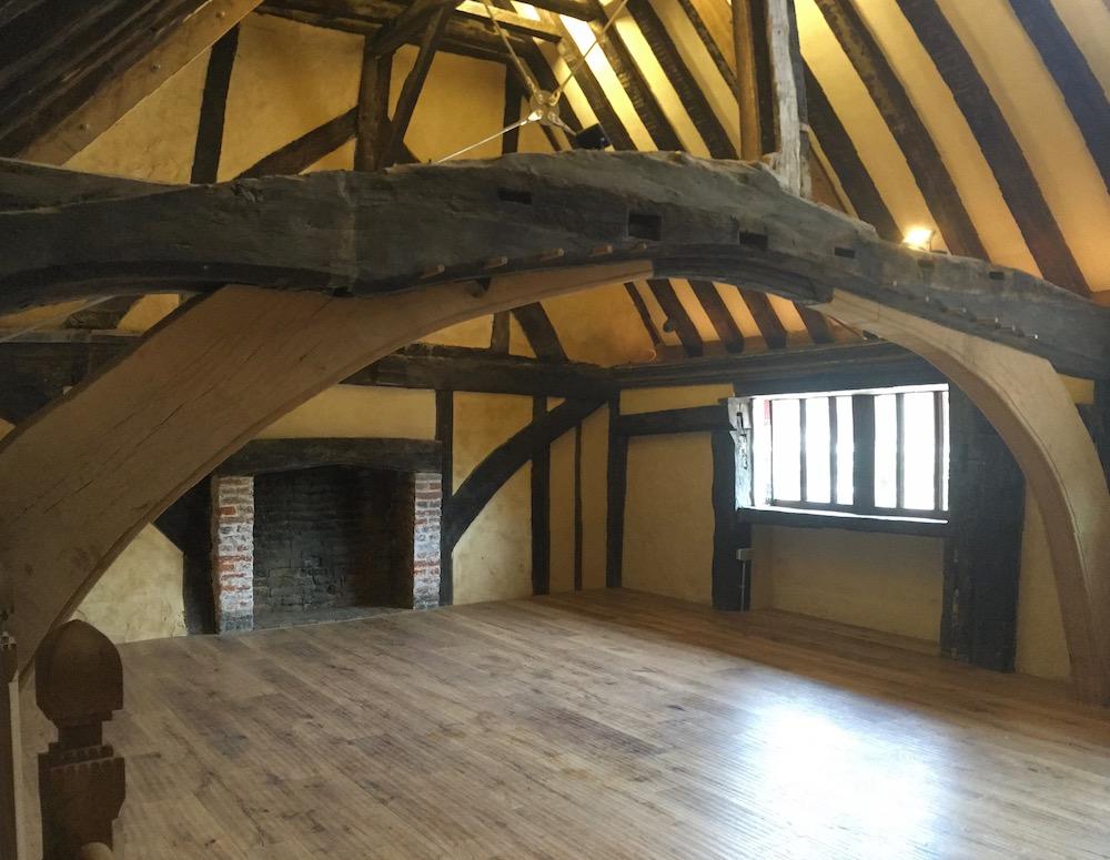 inside-bridge-cottage-hall