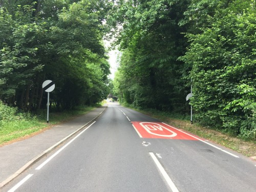 40mph limit ends before crossroads with the A272 at Coopers Green
