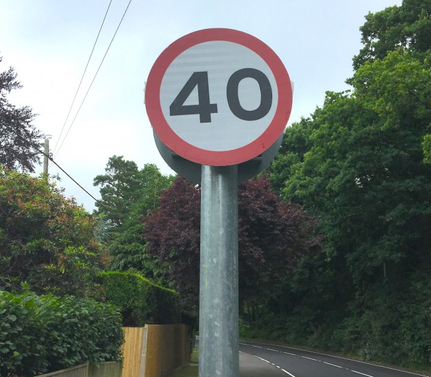 40mph sign in Coopers Green Road