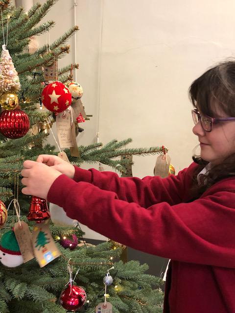 holy-cross-christmas-tree-3