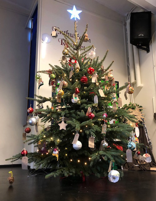 holy-cross-christmas-tree-4
