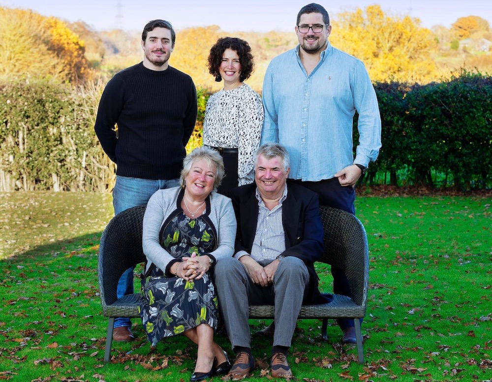 ridley-family-parents-ian-val-seated-with-matt-caroline-nick