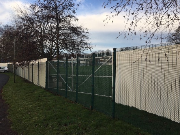 uckfield-college-builders-fence-1