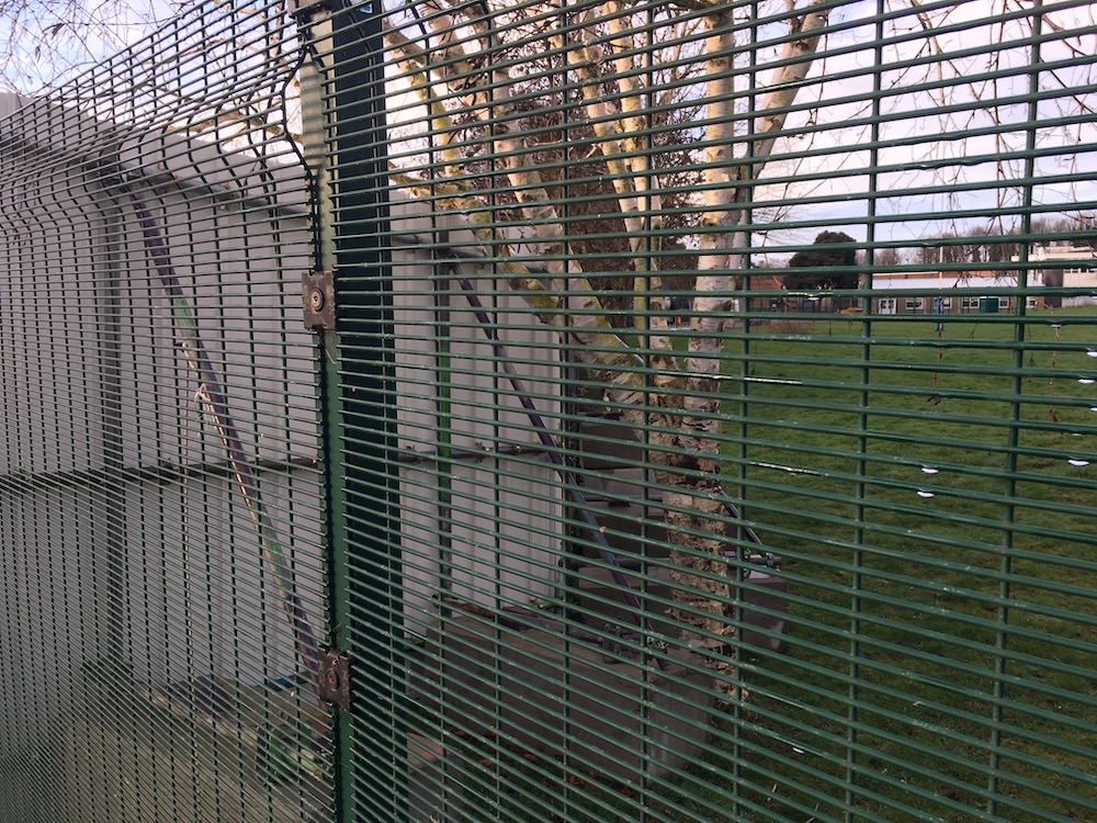 uckfield-college-builders-fence-3