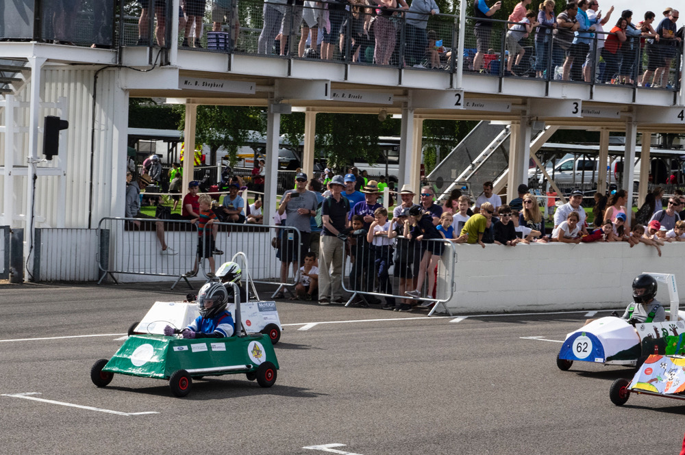 goodwood-kit-cars-harlands-crowds
