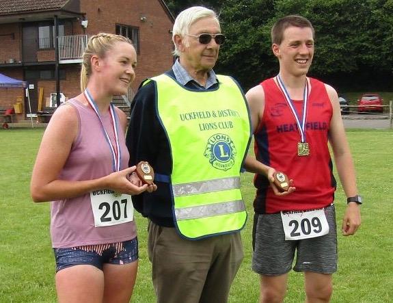 lions-fun-run-winners-aislinn-darvell-warwick-hadley-lions-president-john-carvey