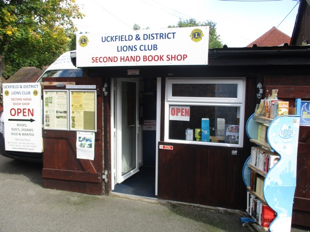Uckfield Lions say thank you for books | Uckfield News