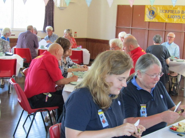 uckfield-lions-volunteers-carers-cream-tea