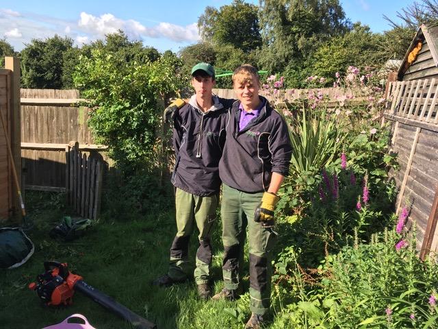 vacher-gardens-apprentice-alex-sheppard-assistant-ellis-hunter