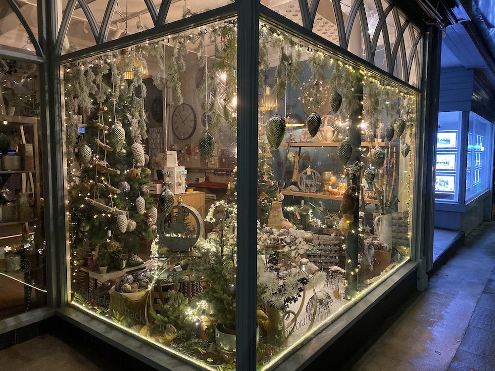 carvills-christmas-windows-3