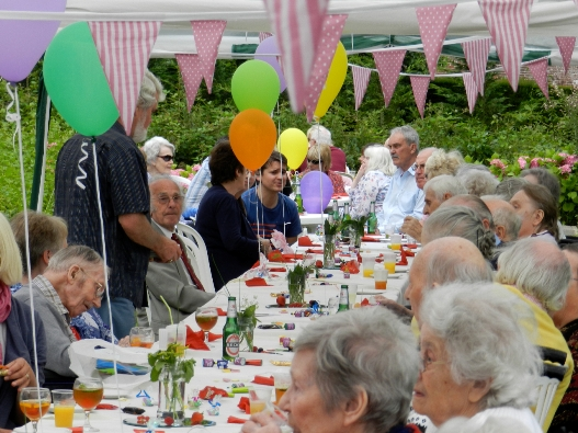 220 Enjoy Summer Party At Manor Gardens Care Home Near